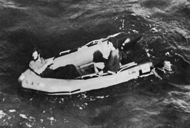Брэд и Дебби в надувной лодке