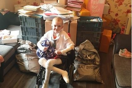 Тысячи человек отправили открытки больному мальчику и вернули ему любовь к жизни