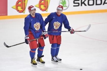 Александр Овечкин (слева) и Евгений Кузнецов (справа)