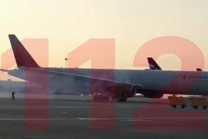 Самолет не смог вылететь из Шереметьево из-за дыма в двигателе