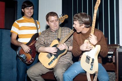 Джимми Джонсон (в центре)
