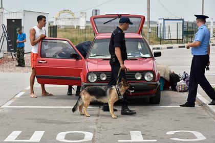 Пограничники ФСБ поймали в Крыму находящихся в розыске мошенника и вора