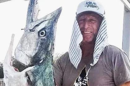 Охотнику Петровичу пришлось отстреливаться от четырехметровой акулы-людоеда