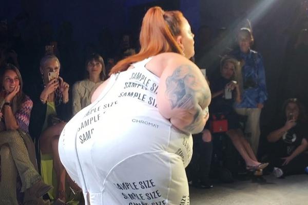 Самая тучная в мире модель вышла на подиум и похвасталась грудью