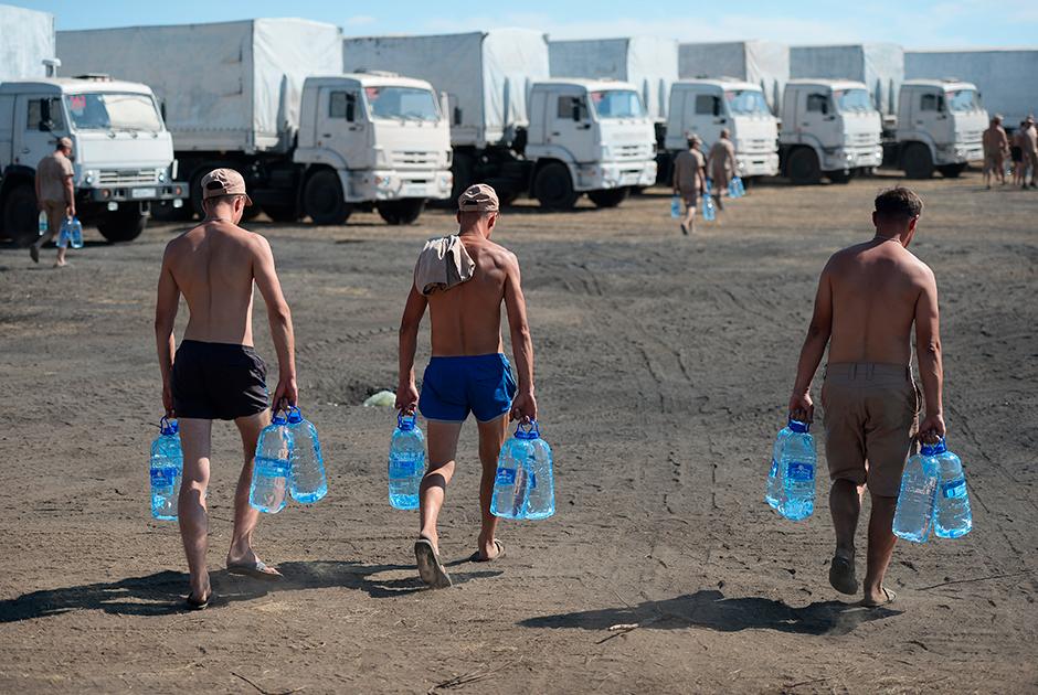 Колонна автомобилей «КамАЗ», доставившая гуманитарную помощь в Луганск