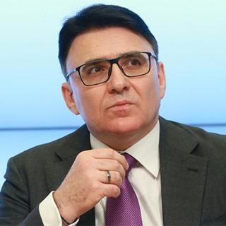 Александр Жаров