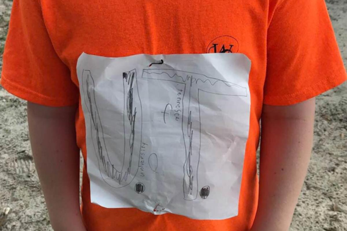 Картинки по запросу Принт на футболке стал официальным символом университета Теннеси. Об этом сообщает New York Post.