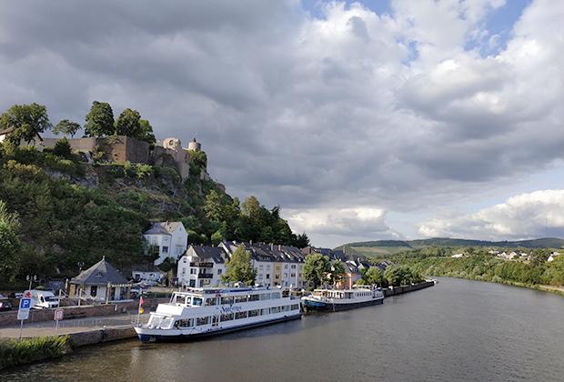 Саарбург. Вид с реки Саар на замок