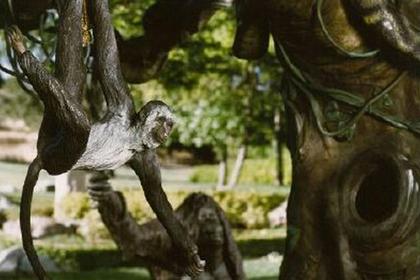 Скульптуры из скандального поместья Майкла Джексона выставили на продажу