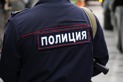 Московский полицейский напал на прохожих с пистолетом и сломал коллеге нос