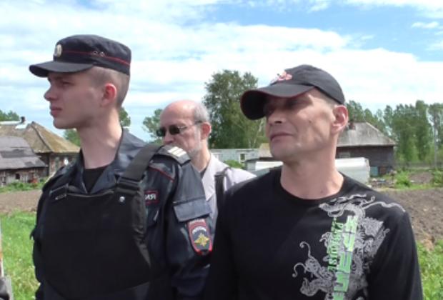 Евгений Крайнов показывает место, где сжег тело Ивана