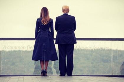 Пальто Мелании Трамп напомнило про теракт 11 сентября и возмутило американцев