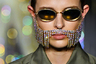 Пока мужчины-модели других брендов вовсю оттачивают мастерство быть настоящей леди, марка Area демонстрирует поистине мужской атрибут — бороду из драгоценных камней. Естественно, на женщине.