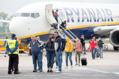 Пассажирка самолета смешала водку с таблетками и не признала родную страну