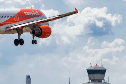Пилот запаниковал при посадке самолета и вышел из кабины