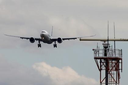 Пилот экстренно посадил самолет из-за пролитого кофе