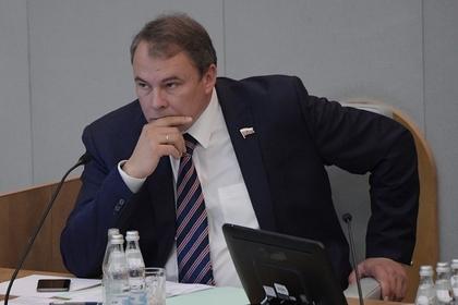 Депутат Госдумы возмутился общением детей с геем на YouTube