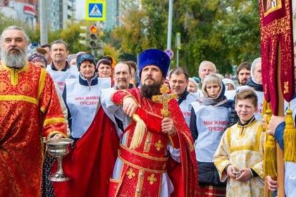 Десятки россиян пообещали бросить пить после крестного хода