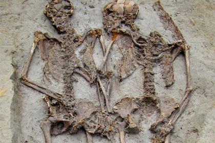 Древние влюбленные скелеты оказались мужчинами