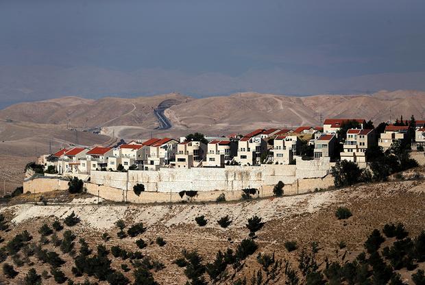 Кто-то переезжает в поселения в поисках дешевого жилья, а кто-то — из идейных соображений.