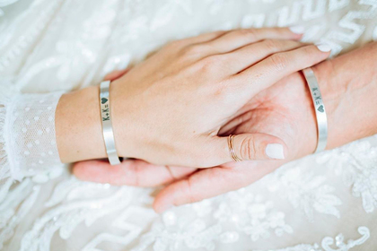 Раскрыта цена свадебных колец и браслетов Собчак и Богомолова