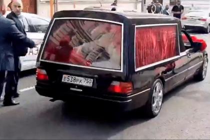 Свадебный катафалк Собчак и Богомолова заинтересовал ГИБДД