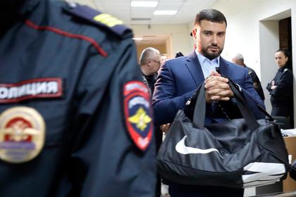Проткнувший бизнесмена карабином офицер ФСБ получил срок