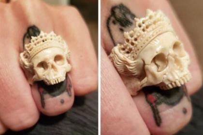 Муж подарил жене кольцо из человеческой кости