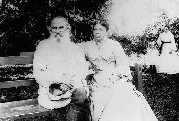 Писатель Лев Толстой и Софья Андреевна Толстая в Ясной Поляне