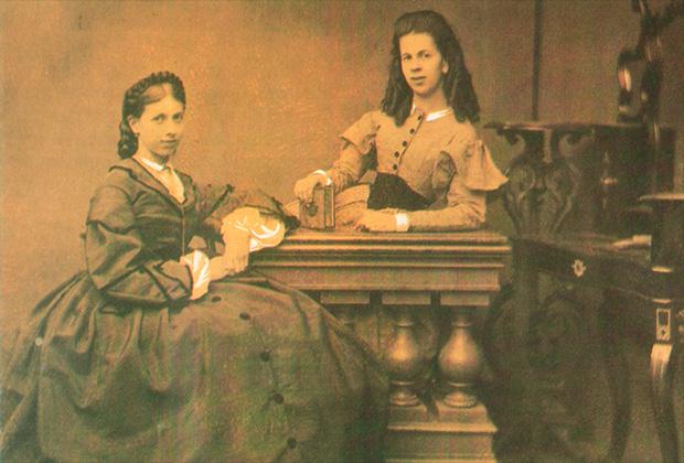 Сестры С. А. Толстая и Т. А. Берс, 1860-е годы