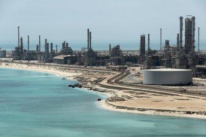 Названы сроки восстановления добычи нефти в Саудовской Аравии после атаки дронов