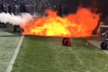 Во время футбольного матча вспыхнул пожар на стадионе