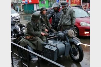 Россиян наказали за катание на военном мотоцикле в форме Вермахта
