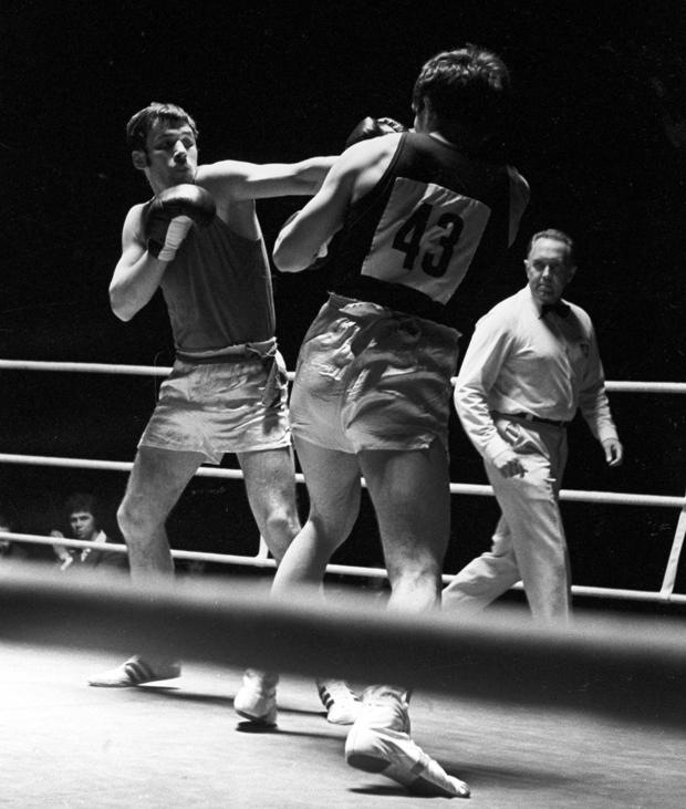 Олег Коротаев (слева) на соревнованиях по боксу в рамках VI Спартакиады народов СССР