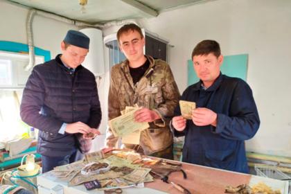 Россиянин нашел в доме тайник со старинным кладом