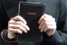 Модельер играл не только с политическими, но и с религиозными темами. Пару недель назад, например, он анонсировал новый аксессуар: маленький клатч в виде черного переплета Библии. Только вместо «Библия» на корешке выгравировали Vetements. Такая кожаная «книга», ожидаемо, обойдется в 2480 долларов (160 тысяч рублей).