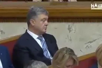 Украинцы высмеяли уснувшего на заседании Рады Порошенко