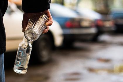 Четверо россиян выпили неизвестную жидкость и умерли