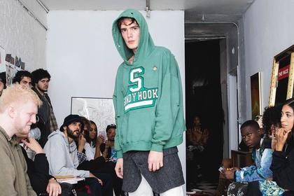 Модный бренд «украсил» одежду дырами от пуль и был обруган