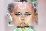 Экстравагантный нью-йоркский дизайнер Мэтти Бован считает, что «Большое Яблоко» для него недостаточно эпатажно, и показывает коллекции в Лондоне. Платья, похожие на картины абстракционистов, он дополнил маской из пластика, искажающей и увеличивающей лицо модели.