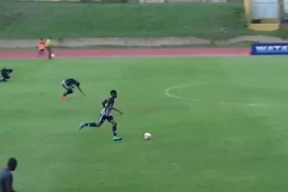 Молния ударила в футболистов прямо во время матча