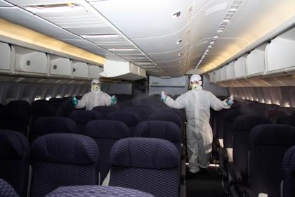 С портящими воздух в самолете пассажирами решили бороться