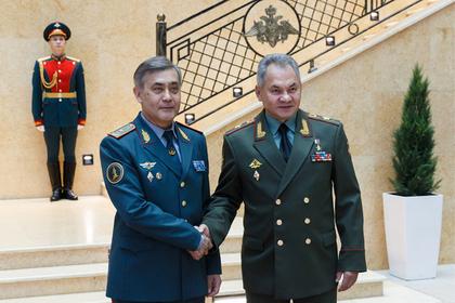 Шойгу обсудил сотрудничество с министром обороны Казахстана