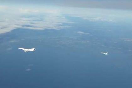 Полет российских бомбардировщиков над Европой попал на видео