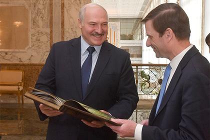 Лукашенко пообещал отвезти замгоссекретаря США в лес
