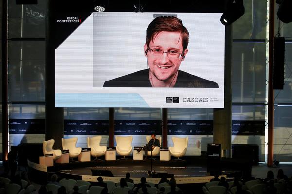 Сноуден назвал свою книгу самой продаваемой в мире из-за иска США