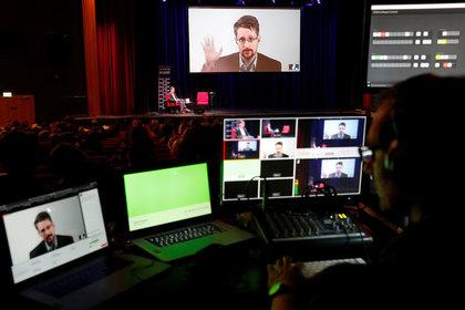 Сноуден рассказал о попытке ФСБ завербовать его