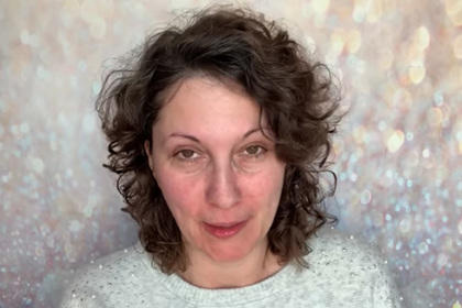 Блогерша проснулась от головной боли и узнала о смертельном заболевании