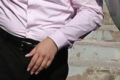 Возмутивший россиянку учитель с маникюром и «тональником на лице» подстриг ногти
