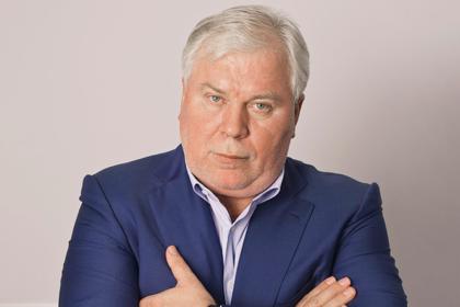Адвокат откликнулся на просьбу Райкина о защите Устинова